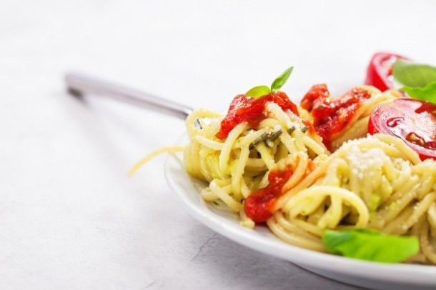 plate-of-spaghetti-with-tomatoes-and-cheese_1220-606