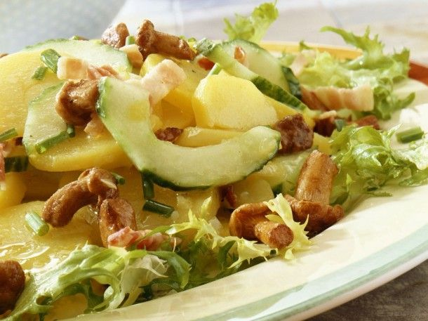 potato-and-cucumber-salad-with-mushrooms-and-bacon-579026