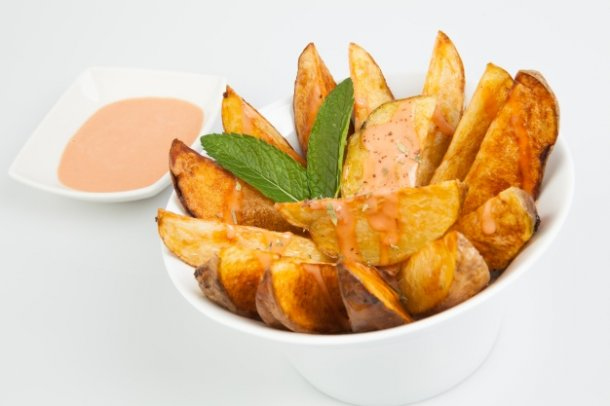 potatoes-cut-into-wedges-and-bowl-of-sauce_1216-328