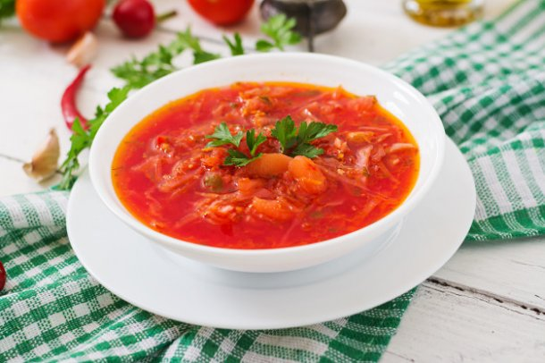 traditional-ukrainian-russian-vegetable-borscht-on-the-white-wooden-background_2829-552_01