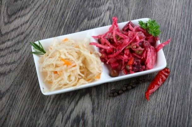 viniagrette-and-fermented-cabbage_1472-98_01