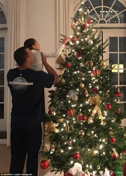 4742e0f100000578-5172469-father_figure_a_rod_lifted_emme_up_to_help_her_place_an_ornament-a-75_1513115491536