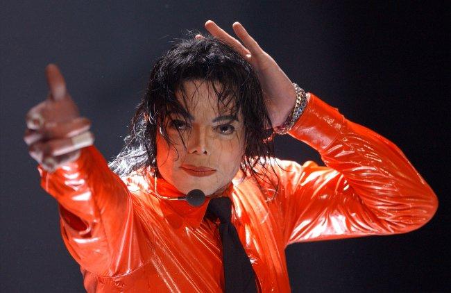 Майкла Джексона снова обвиняют в половых  домогательствах