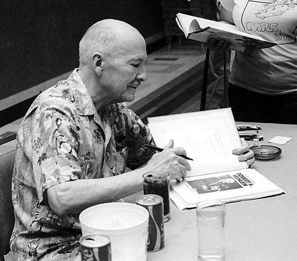 robert-a-heinlein-autographing-at-midamericon-1976_1__