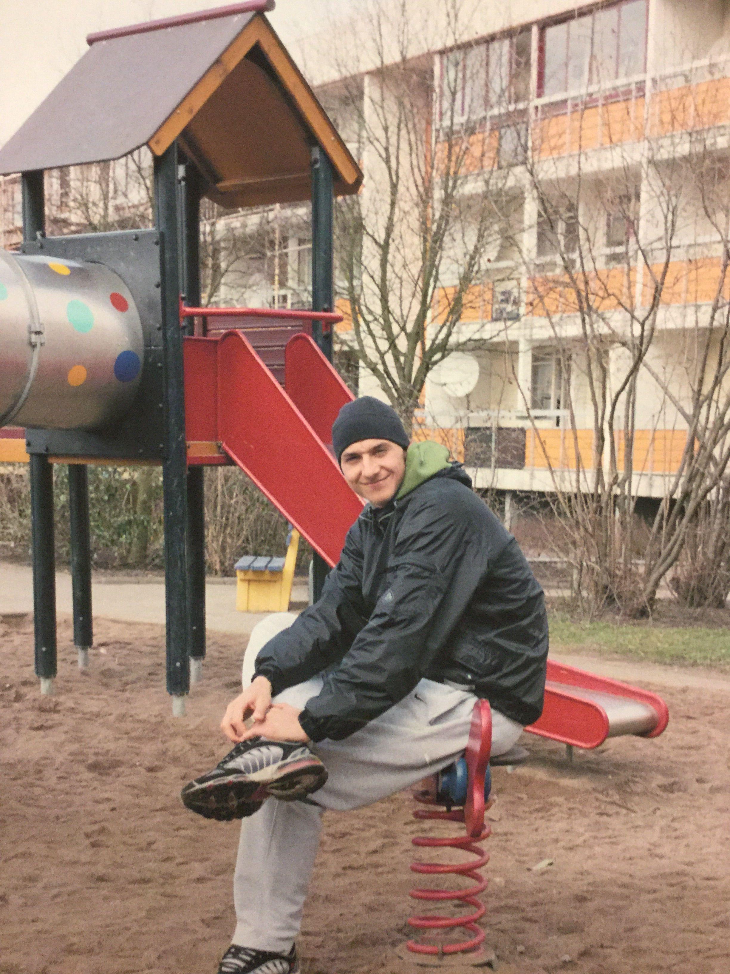 Табличка на детской площадке запрещается