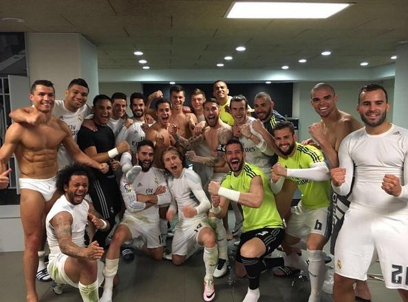 знаменитые футболисты в трусах в раздевалке