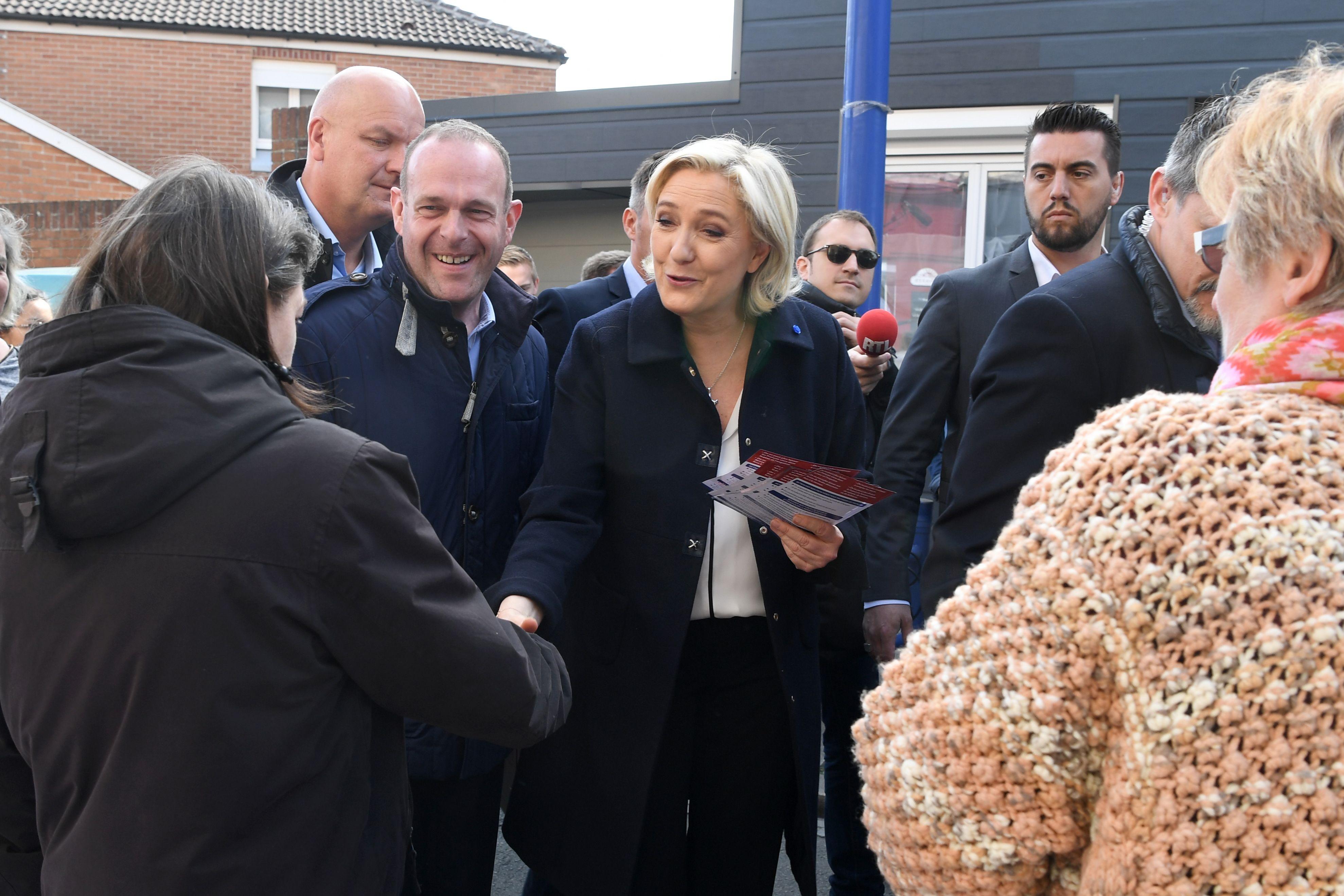 Кто есть кто на президентских выборах во Франции  BBC