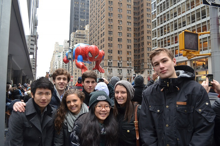 leman_students_at_macys_parade