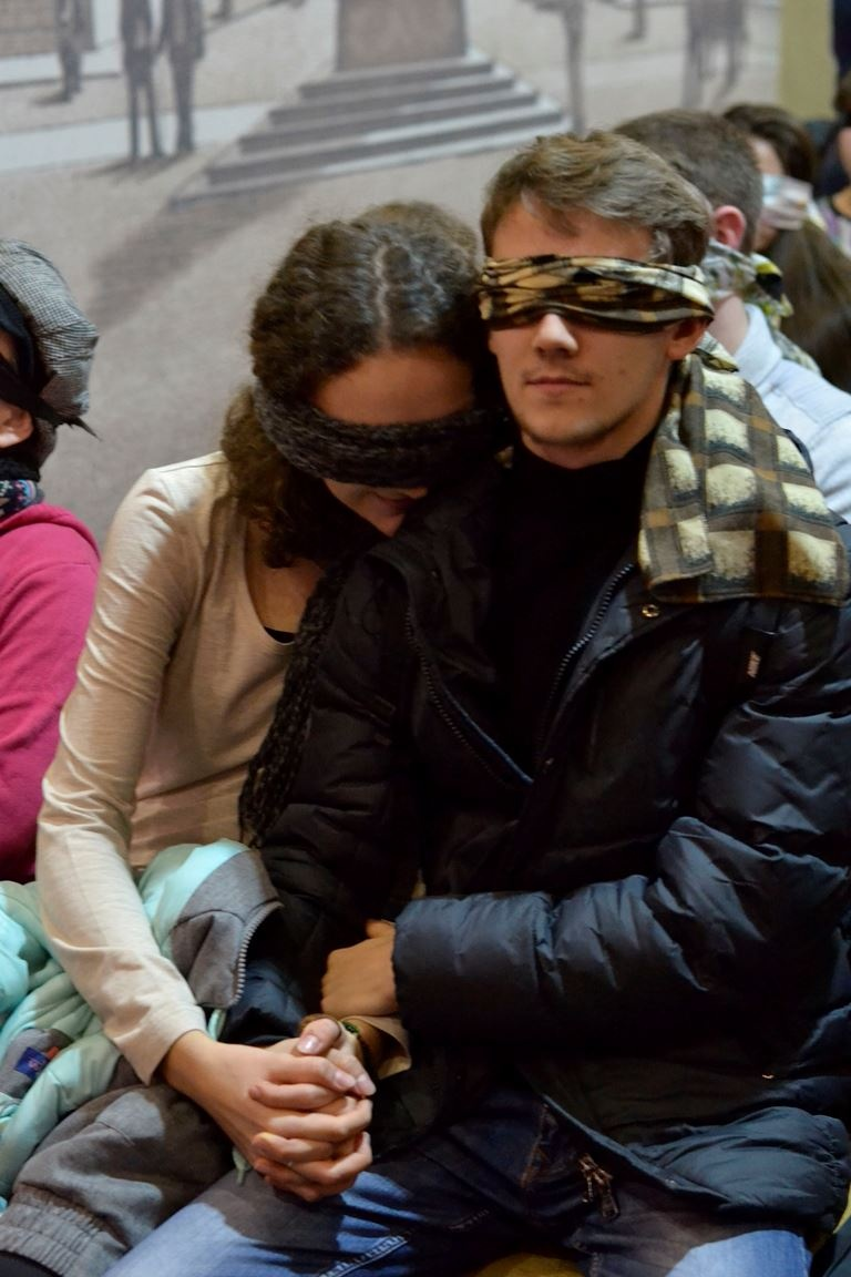 """_dsc3940_1__ В Одессе открылся необычный """"Театр ушей"""": повязки на глазах и таинство звука"""