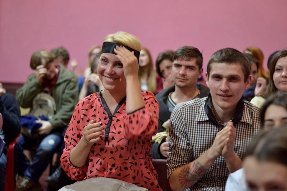 """_dsc4179_1__ В Одессе открылся необычный """"Театр ушей"""": повязки на глазах и таинство звука"""