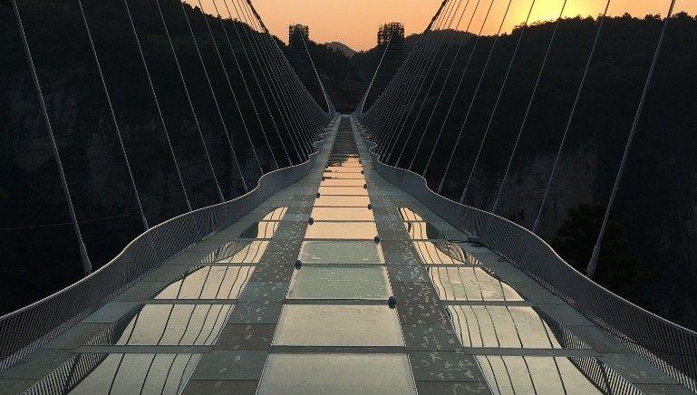 161223115348-glass-bridge-1-exlarge-169