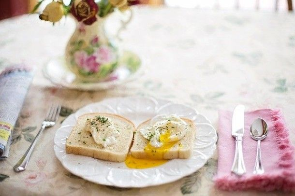 poached-eggs-on-toast-739401_640_01