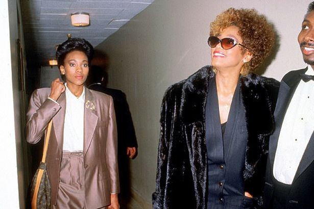 whitney-houston-with-her-assistant-robyn-crawford-1_01
