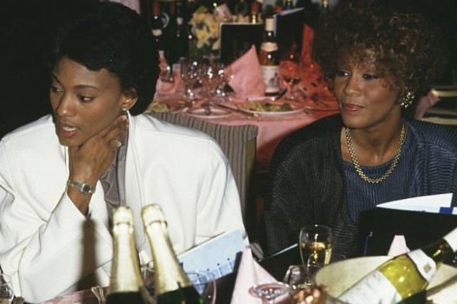 whitney-houston-with-her-assistant-robyn-crawford-640x426_01