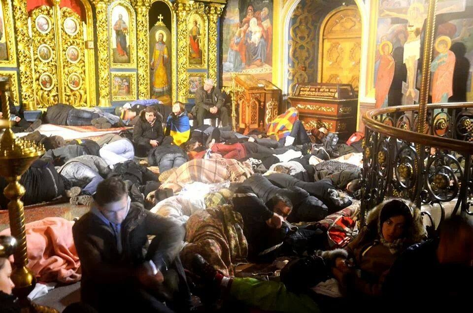 евромайдауны на ночлеге в михайловском соборе