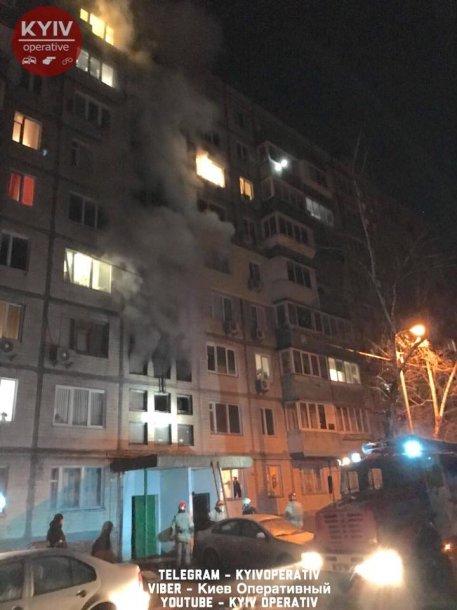 Ночью в Киеве загорелся  дом, фото-1