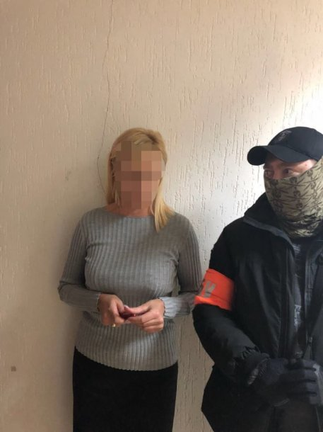 В Киеве сотрудницу налоговой задержали на взятке – подробности от СБУ, фото-1
