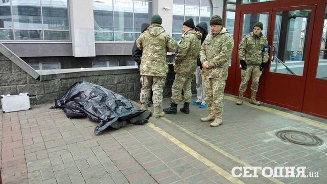 ВКиеве около ж/д вокзала скончался военнослужащий