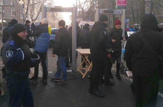 Крищенко опротестах вцентре украинской столицы: «Задержанных нет, люди расходятся»