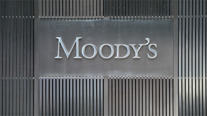 moodys-cuts-banks-rating.si_