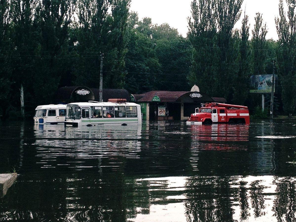 Мощнейший  ливень затопил улицы вЧеркассах