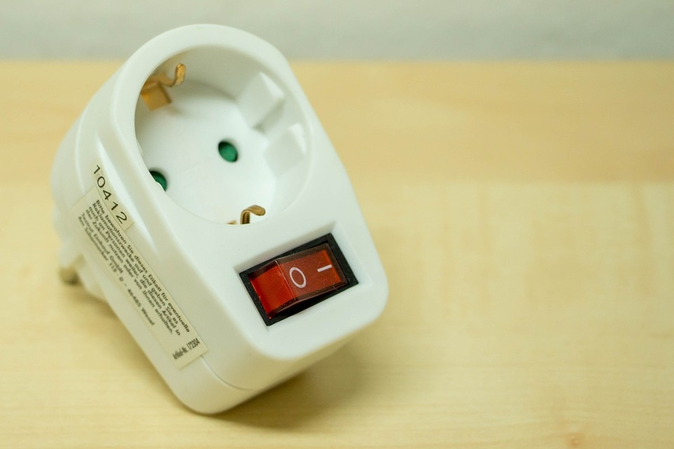 plug-adapter-978607_960_720