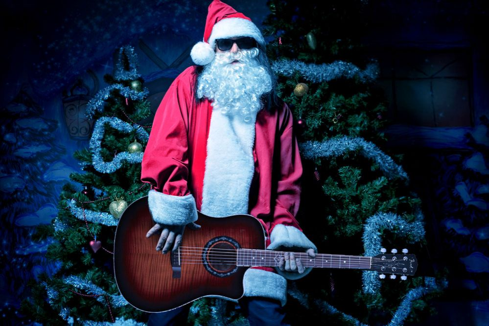 santa-with-the-guitar