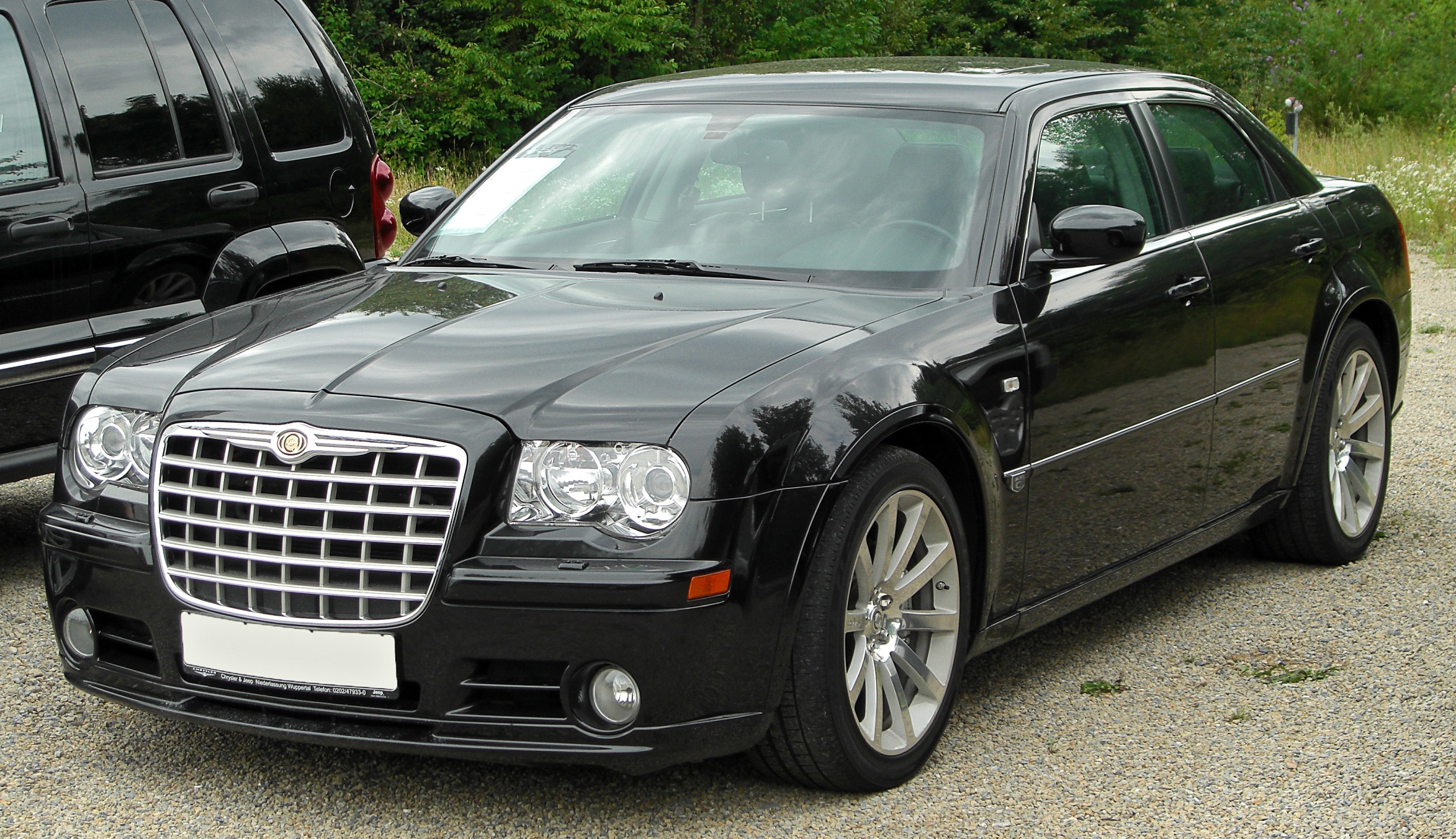 chrysler_300c_srt8_6.1_front_20100801