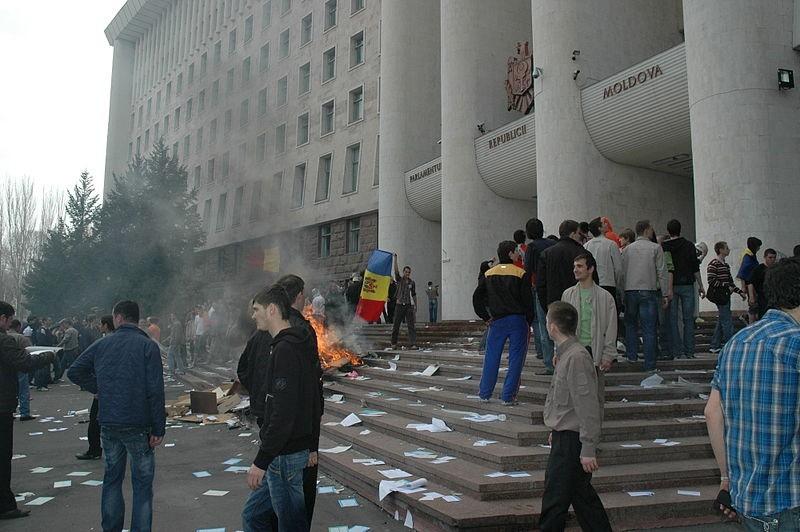 800px-chisinau_riot_2009-04-07_01