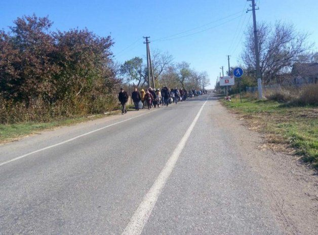 Трудности перехода: рюкзаки и клетчатые сумки на блокпостах в Донбассе досматриваются особенно тщательно, фото-2