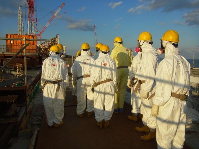 nrc_officials_visit_fukushima_dai-ichi_complex_dec._13_2012_8269893002