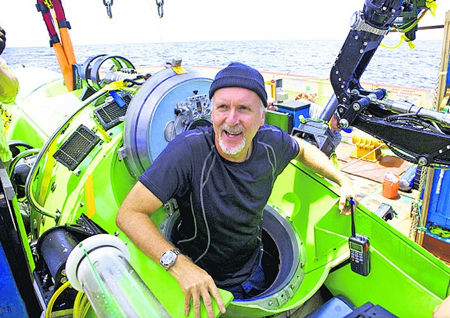 james-cameron-after-successful-dive-with-rolex-deepsea-challenge-on-robotic-arm__