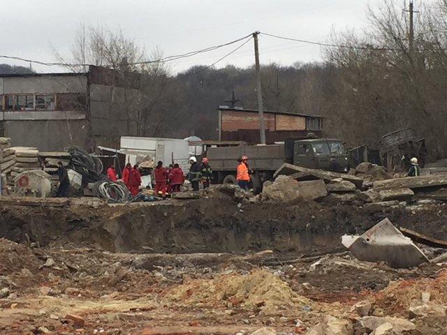 ВоЛьвове настройплощадке бетонная плита задавила насмерть рабочего