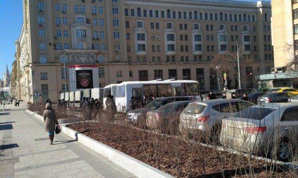 В столицеРФ начался суд над Навальным: онпопросил вызвать Медведева