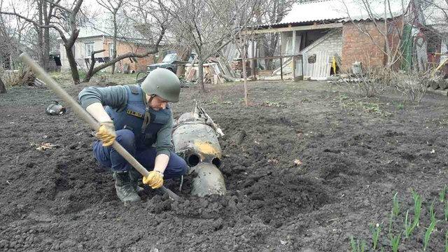 Наарсенале под Харьковом после ликвидации пожара наблюдаются одиночные взрывы