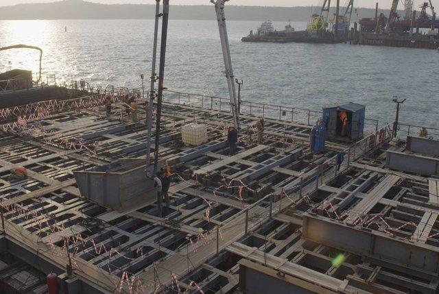 Строители начали бетонирование фарватерной опоры Керченского моста