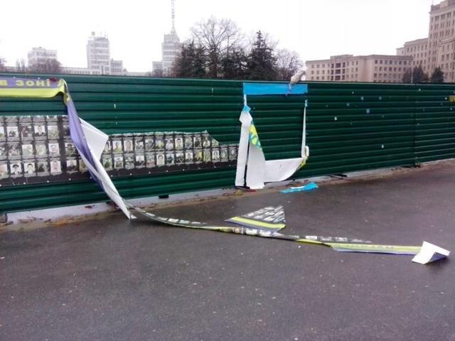 Повреждение баннера наплощади Свободы: Хулиганы сами пришли вполицию