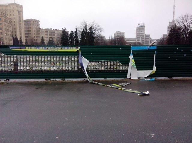 Хулиганы, повредившие баннер наплощади Свободы, сами пришли вполицию
