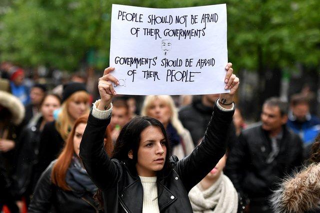 ВСербии десятки тыс. людей протестуют против избранного президента