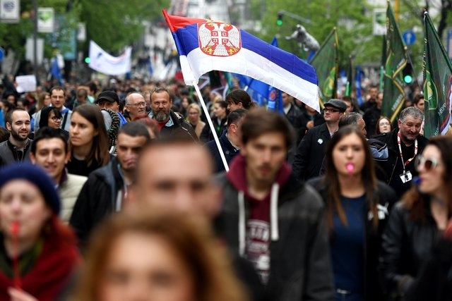 ВСербии 20 тысяч человек вышли намассовый митинг против нового президента
