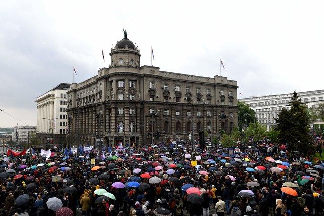 ВСербии шестой день протестуют против победившего навыборах Вучича