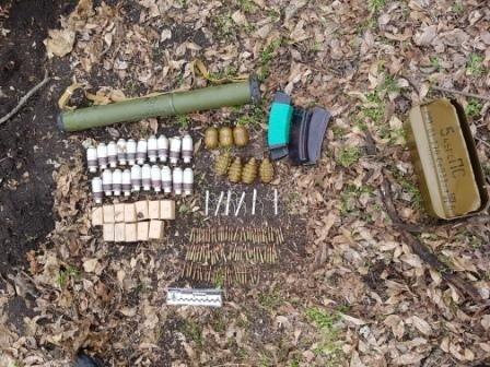 НаДнепропетровщине отыскали два тайника соружием ибоеприпасами