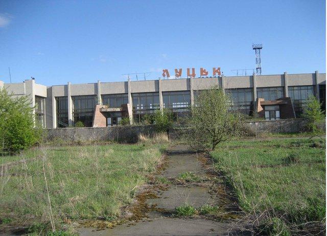 """Военный аэропорт """"Луцк"""". Уже несколько лет его обещают реконструировать для гражданской авиации. Фото: uszername.livejournal.com"""