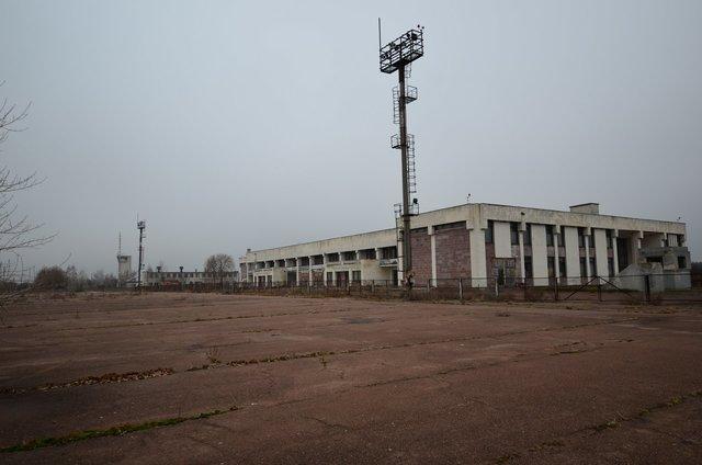 Черниговский аэропорт не работает. На его территории работает несколько предприятий. Фото: galleryua.com