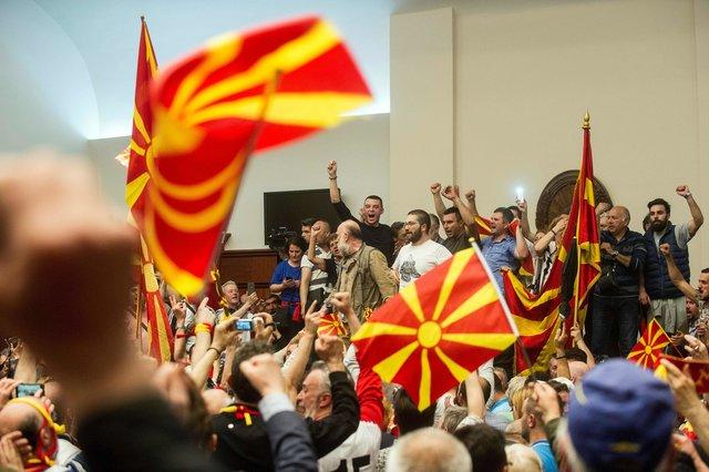 Протестующие вМакедонии захватили парламент после выбора спикером албанца