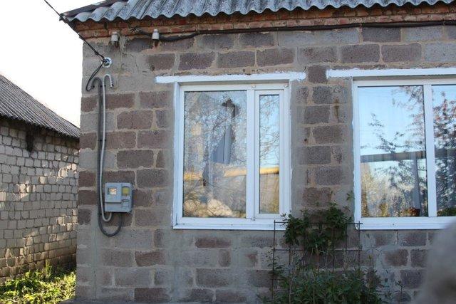 Жилые кварталы Авдеевки под обстрелом: повреждены дома илинии электропередач