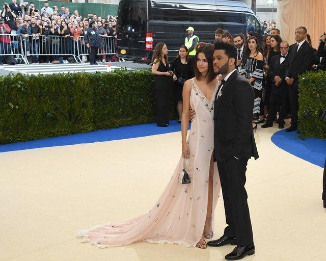 Селена Гомес иThe Weeknd впервый раз появились совместно накрасной дорожке