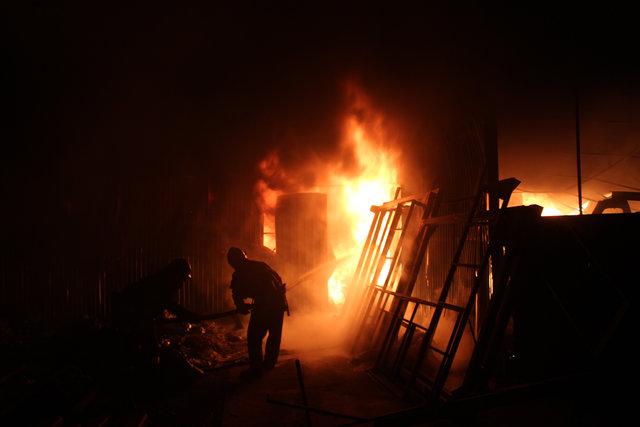 ВХмельницкой области горел завод поизготовлению полиэтиленовых изделий