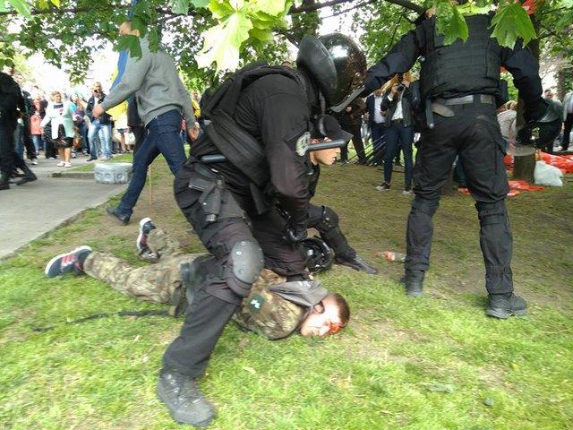 ВДнепре титушки Оппоблока и милиция избили ветеранов АТО,