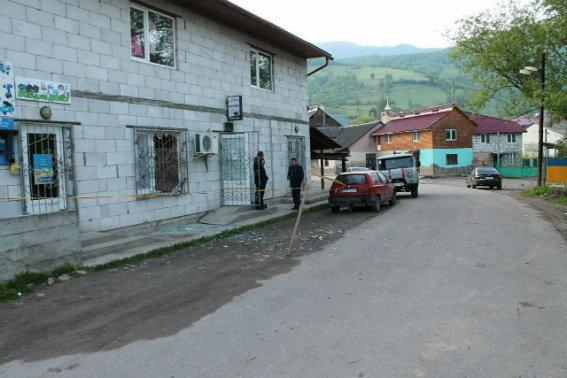 НаЗакарпатье демобилизованный боец ВСУ бросил гранату вокно бара